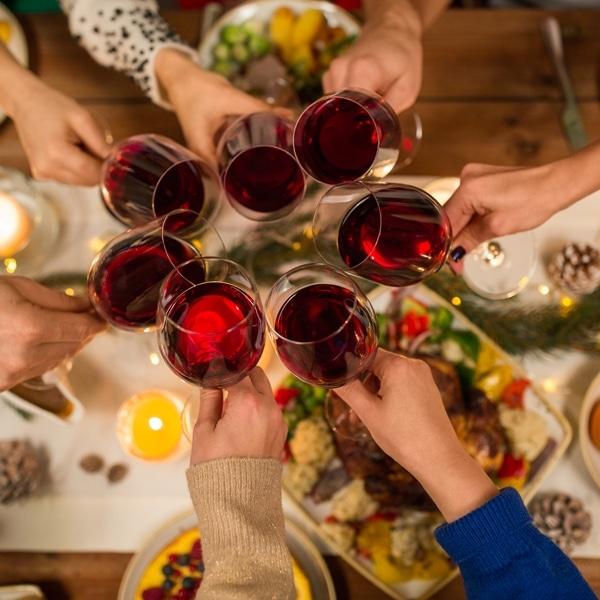 Come scegliere il vino per i pranzi di Natale